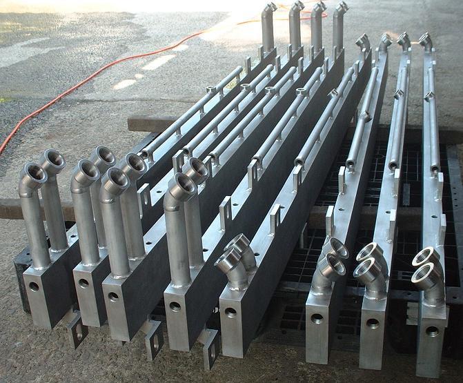 流体制御装置 ヘッダー管